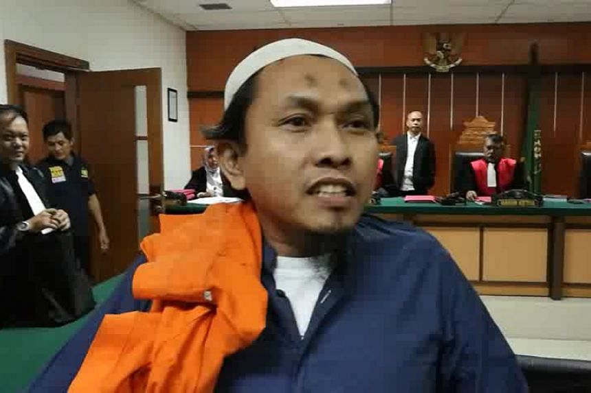 """After his verdict was read out, terrorist Suryadi Mas'ud approached reporters and said: """"You all have to abide by Allah and repent. We are nearing the apocalypse."""""""
