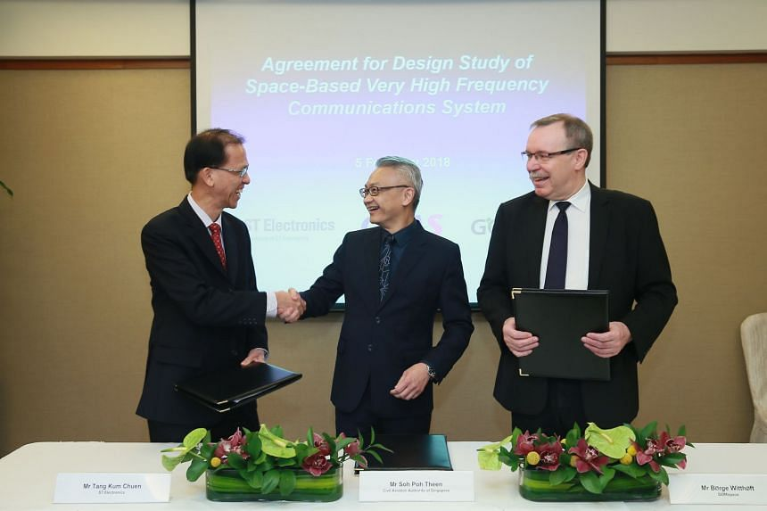 (From left) Mr Tang Kum Chuen, president of Satellite Systems, ST Electronics; Mr Soh Poh Theen, deputy director-general (Air Navigation Services), Civil Aviation Authority of Singapore (CAAS); and Mr Børge Witthøft, chief commercial officer, GomSp