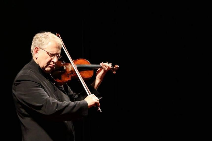 Each of the final six competitors performed a violin concerto by Mozart with the Yong Siew Toh Conservatory Orchestra conducted by Israeli violinist-conductor Shlomo Mintz (above).