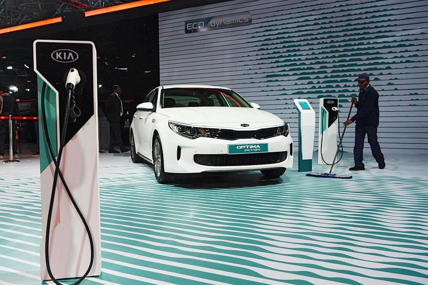 During the Indian Auto Expo 2018 in New Delhi, car makers pointed out that India lacked the charging points needed to refuel depleted batteries - a major roadblock to taking electric cars nationwide.
