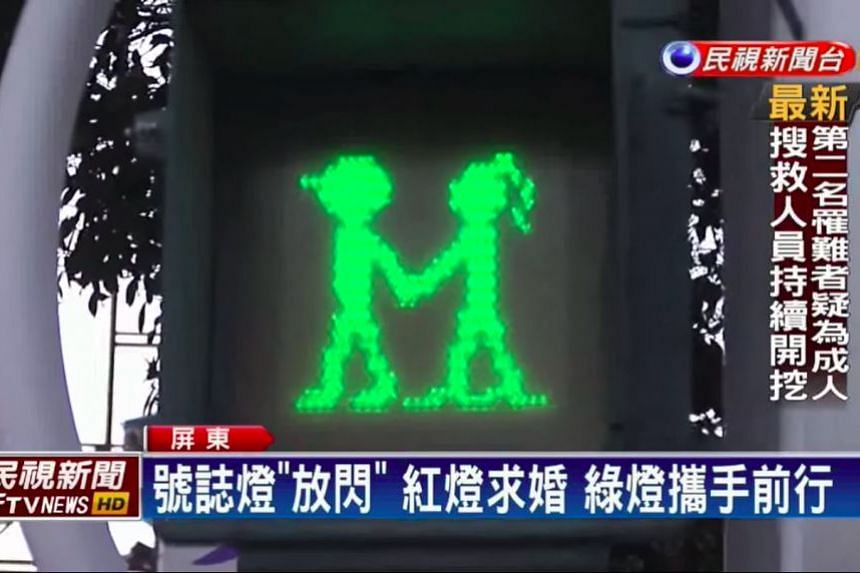 The new street crossing signals in Taiwan's southern county of Pingtung feature the animated red man kneeling down to propose to his girlfriend, and the green man holding his girlfriend's hand and crossing the road.