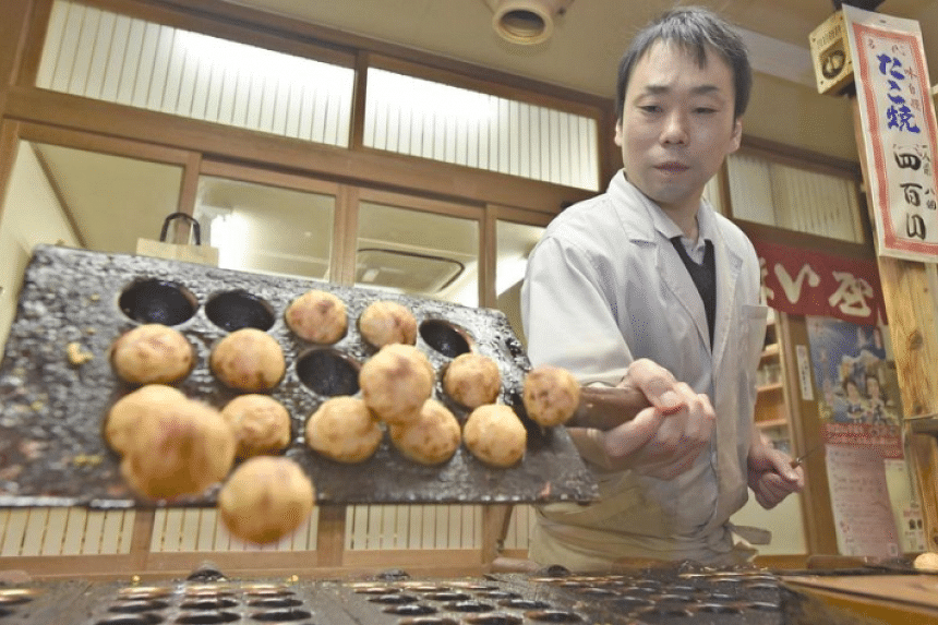 Umaiya's fourth-generation owner Taizo Kita refuses all offers to franchise the shop or sell frozen versions of his takoyaki.