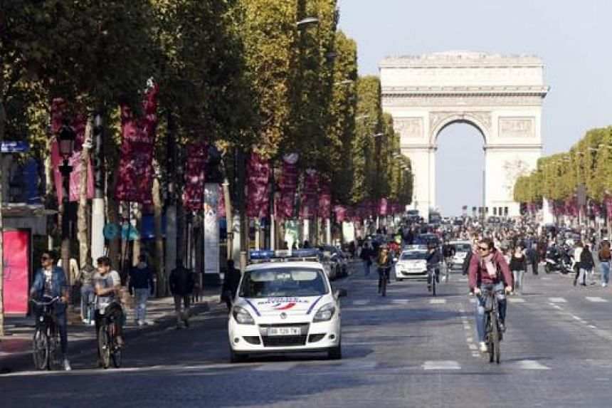 The foiled robbery took place at a BNP bank branch, 400 metres from the Arc de Triomphe monument.