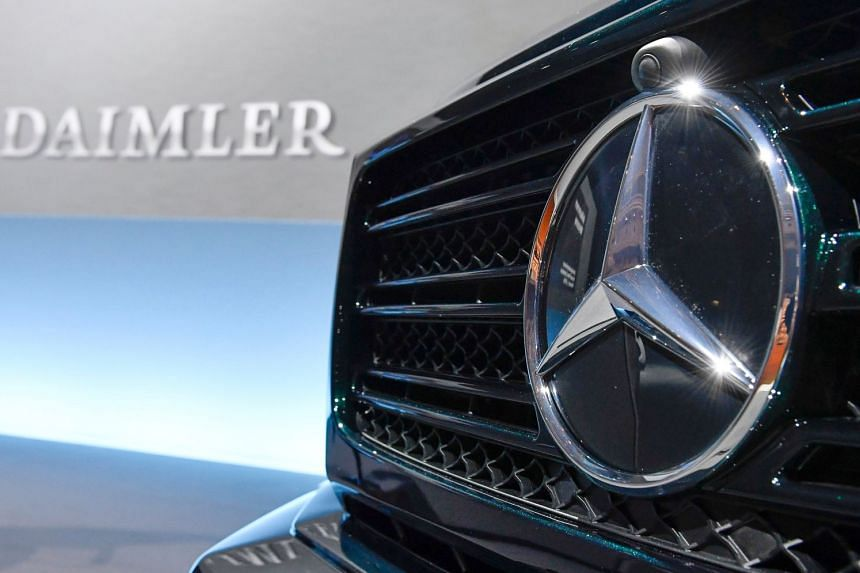 US investigators have discovered that Daimler cars may have had software that helped them pass diesel emissions tests.