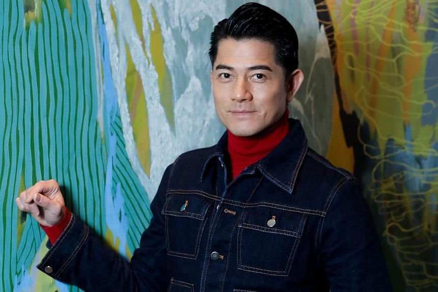 """In front of rolling cameras in 1994, Aaron Kwok said that everyone in Hong Kong will receive """"red envelopes"""" from him after he was married."""