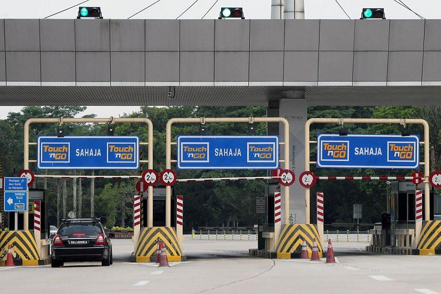 A Singaporean car passing through a Touch 'n Go toll booth in Johor Bahru, Malaysia.