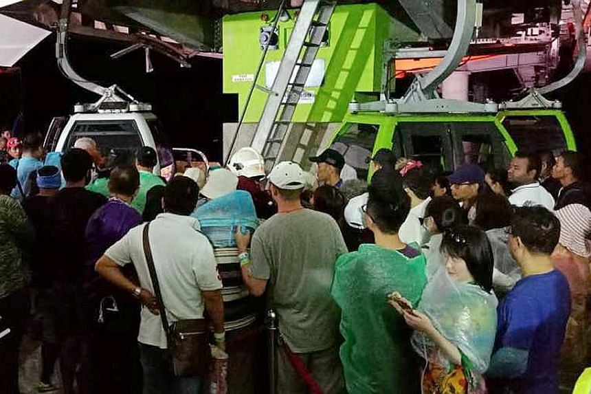 Tourists stranded on Gunung Machinchang lining up to get into the gondolas to take them down when the system was restored on Sunday night.