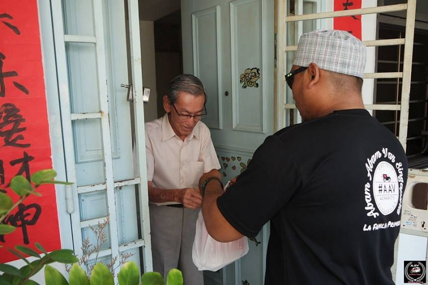 Malay volunteers distributed food to 100 homes in Woodlands on the first day of Chinese New Year.
