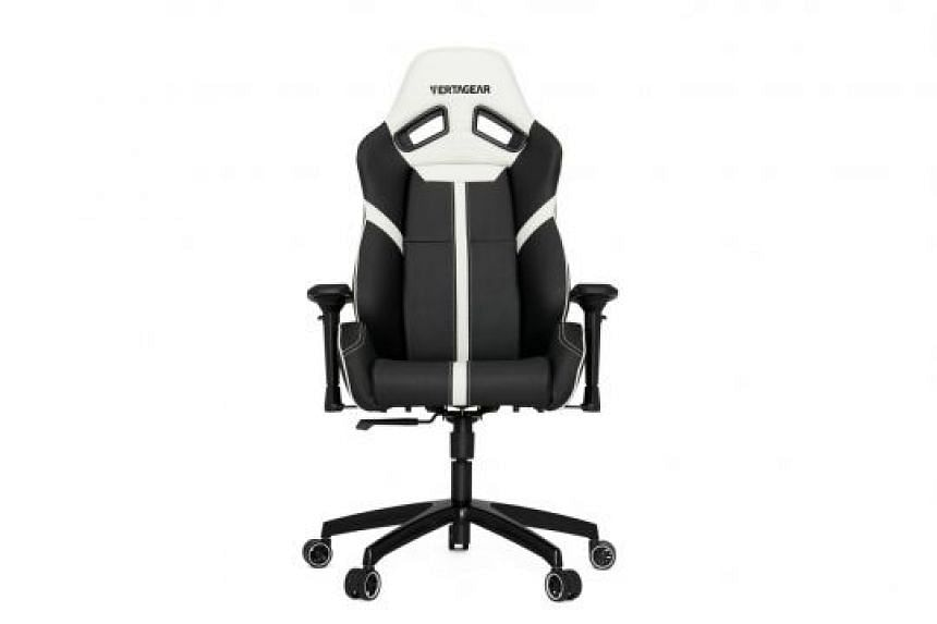 The Vertagear Racing Series S-Line SL5000 comes with neck and lumbar support cushions.