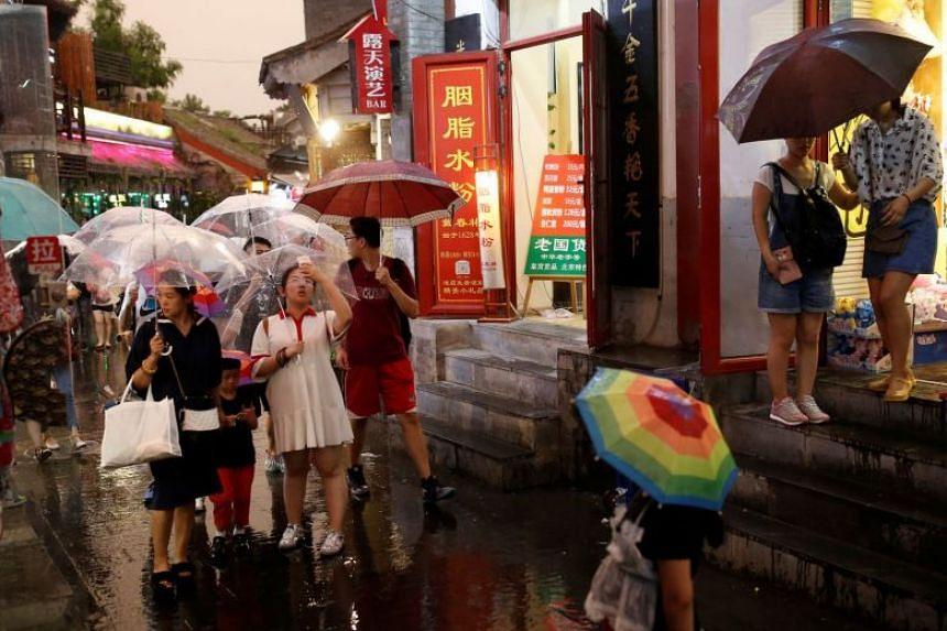Guangdong, Sichuan and Hunan received the most tourists among all provincial regions.