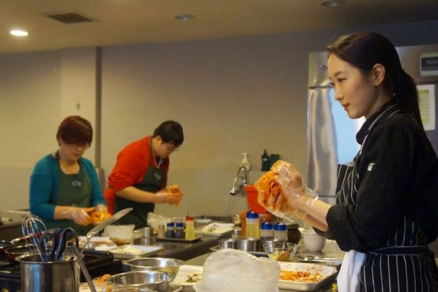 A cooking class for tourists in South Korea.