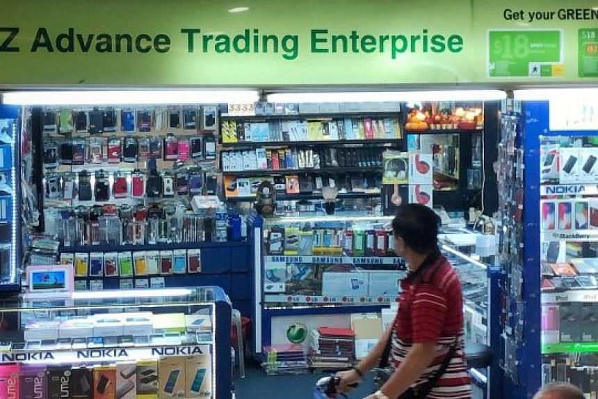 EZ Advance Trading at Lucky Plaza had reportedly pressured a maid into paying $145 for a screen protector.