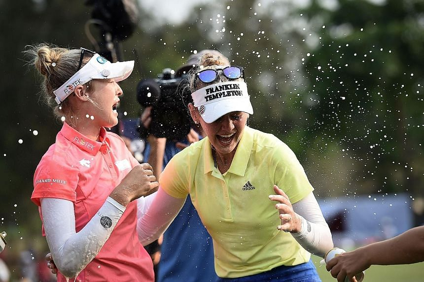 American golfer Jessica Korda (right) celebrates winning the Honda LPGA Thailand tournament with her sister Nelly at the Siam Country Club in the Thai coastal province of Chonburi yesterday.