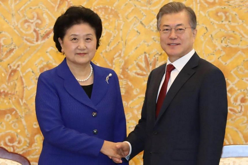 """South Korean President Moon Jae In, in a meeting with Chinese Vice-Premier Liu Yandong in Seoul, stressed the need for the US and North Korea to """"sit down together quickly""""."""