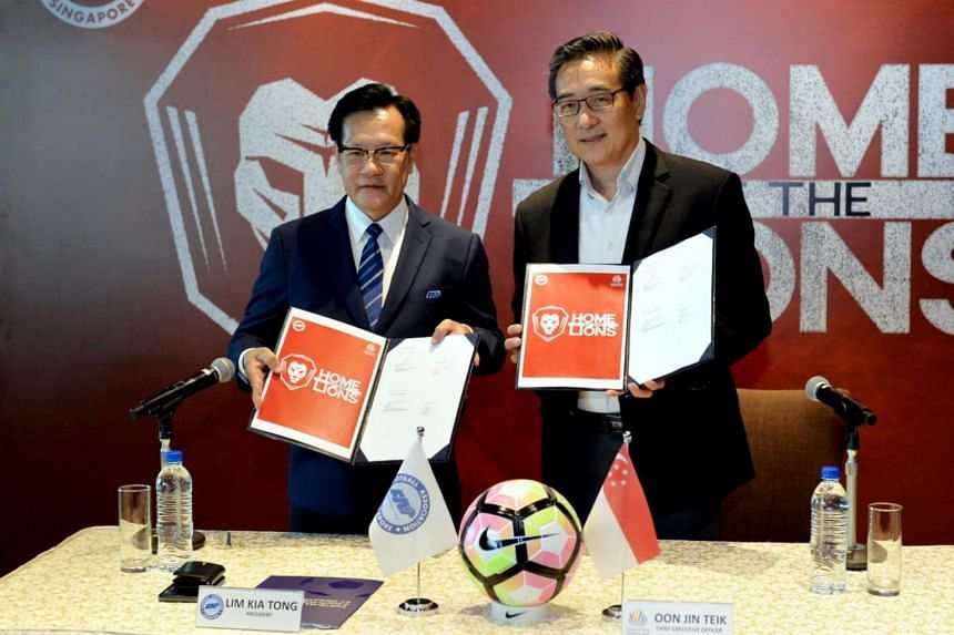 Signing of a memorandum of understanding between the Football Association of Singapore (FAS) and the Singapore Sports Hub by Lim Kia Tong (left), FAS president, and Oon Jin Teik, CEO of the Singapore Sports Hub.