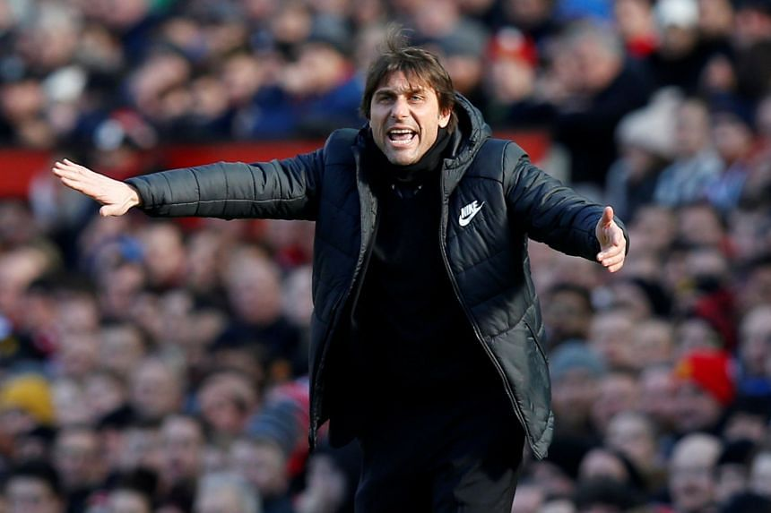 Conte gestures during Chelsea's match against Manchester United on Feb 25, 2018.
