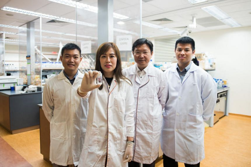 (From left) Dr Toh Tan Boon, research fellow from the Cancer Science Institute of Singapore NUS, Dr Eliza Fong, Professor Hanry Yu from the Department of Physiology and principal investigator from the Cancer Science Institute of Singapore NUS, Dr Edw