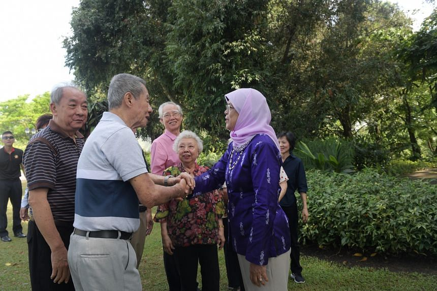 (From left) Alzheimer patients Siah Tong Chee, 82, Tan Hang Chok, 70, Lew Chin Hoo, 77, and Angela Lim, 82, with President Halimah Yacob at the Istana during a garden tour on Feb 28, 2018.