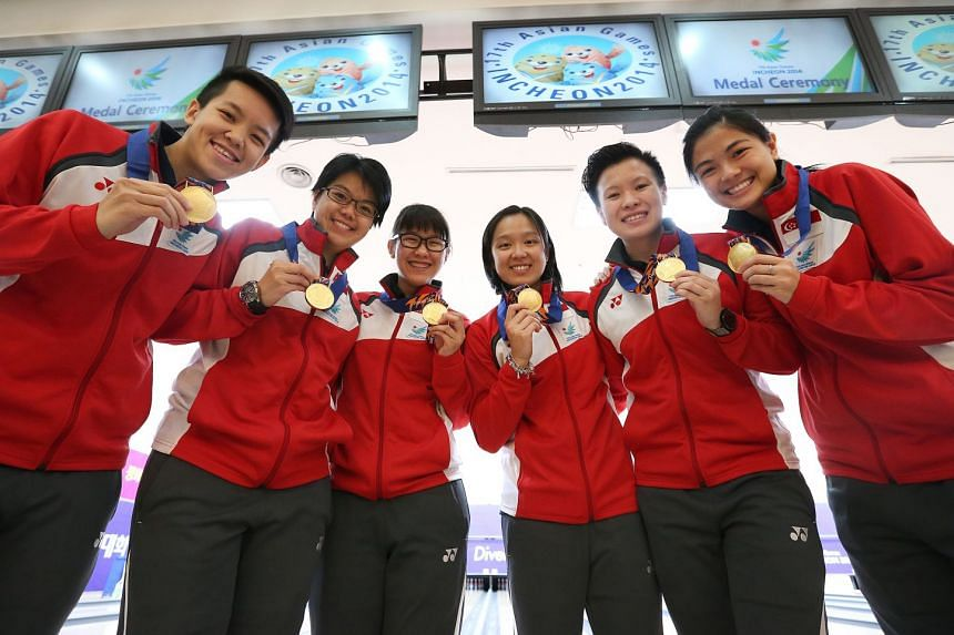 (From left) Shayna Ng, Cherie Tan, Joey Yeo (reserve), Jazreel Tan, New Hui Fen and Daphne Tan with their gold medals from the women's team of five bowling event at Asian Games in 2014.