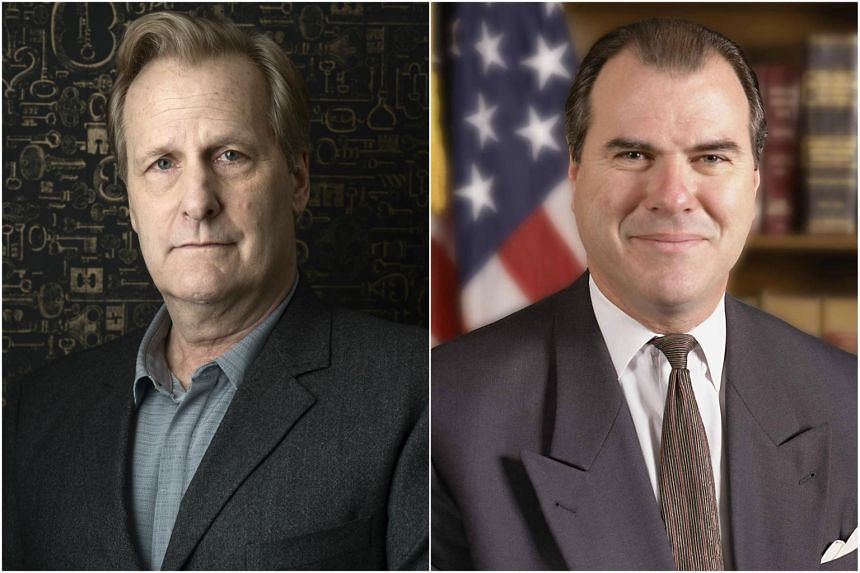 Jeff Daniels (left) plays Federal Bureau of Investigation (FBI) agent John O'Neill (right) in the new Hulu series The Looming Tower.