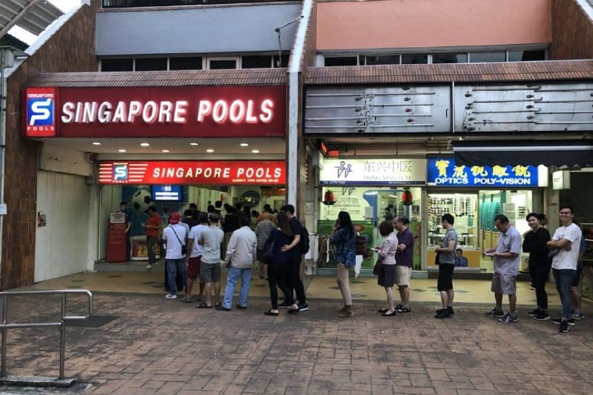 People queuing up to buy Toto at Blk 446 Clementi Ave 3 on March 1, 2018