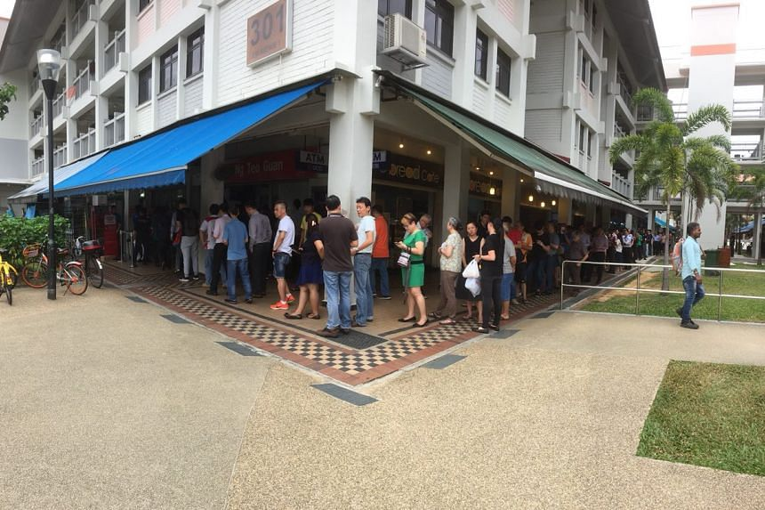 A long queue of people buying Toto for $12M Hong Bao draw at Ng Teo Guan Self Service outlet at Blk 301 Ubi Ave 1 on Mar 1, 2018.