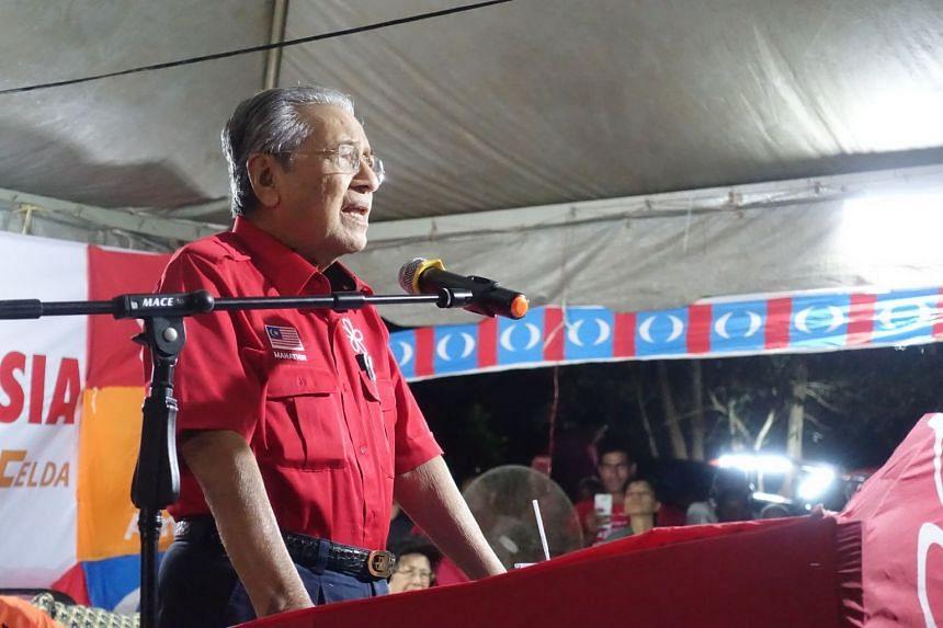 Former premier Tun Dr Mahathir Mohamad speaking at Felda Chini 2 settlement which falls under Malaysia's Prime Minister Najib Tun Razak's homeground in Pekan on Feb 28, 2018.