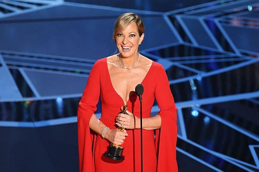 Allison Janney accepts the Oscar for Best Supporting Actress for I, Tonya.