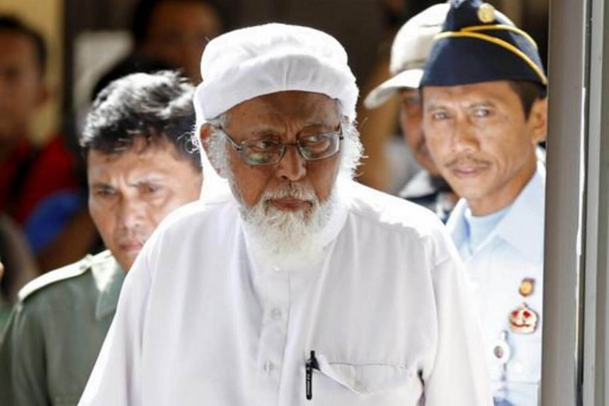 Indonesian radical Muslim cleric Abu Bakar Bashir entering a courtroom in Cilacap, Central Java province, on Jan 12, 2016.