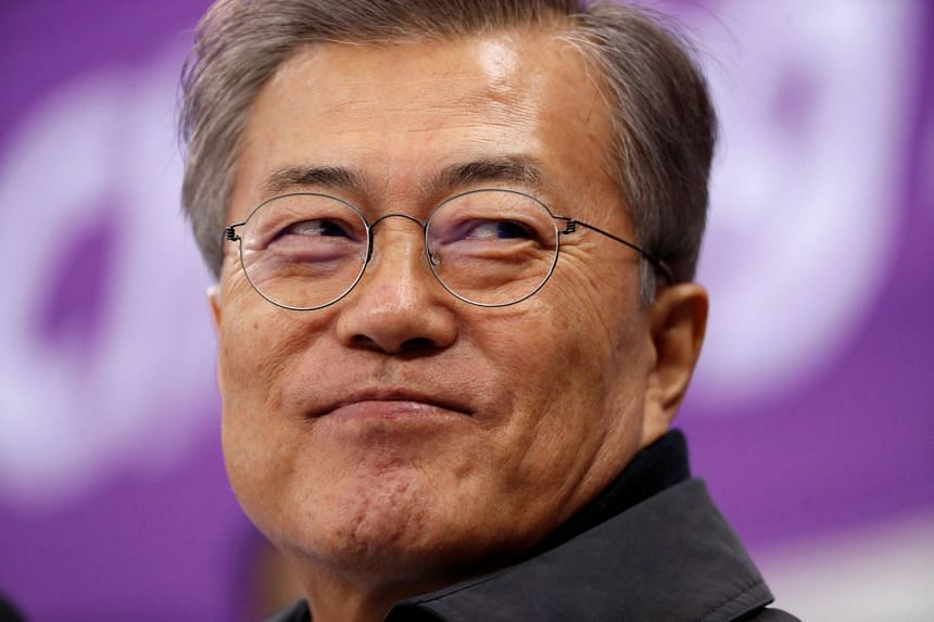 The continued rise in South Korean President Moon Jae In's support came amid the inter-Korean dialogue mood that lasted after the decision by North Korea to participate in the Pyeongchang Winter Olympics.