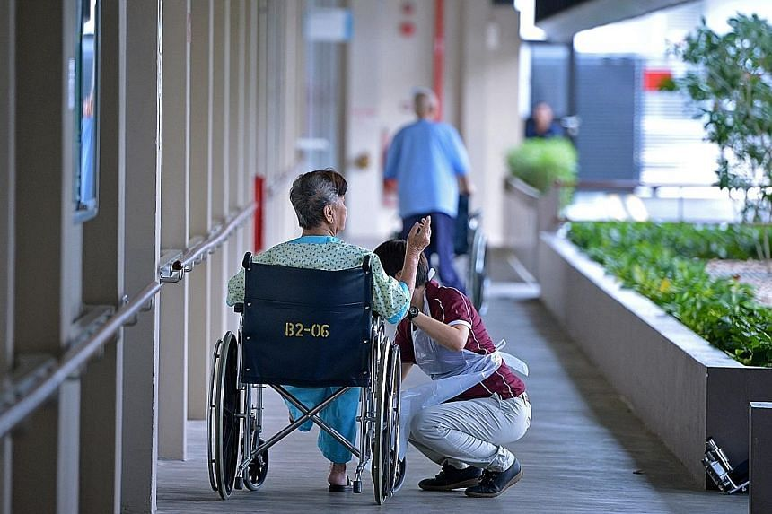 If the patient does not mind staying in an institution, the family can opt for a nursing home. A nursing home will be able to provide skilled care and assist the patient with daily activities. Some are also equipped to care for the elderly with speci