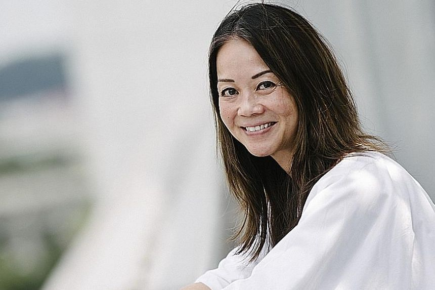 Eva Wong Nava was approached by director Raymond Tan to write a companion novel to his movie, The Wayang Kids, about schoolchildren learning Chinese opera.