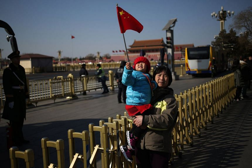 Although China's new family planning policy achieved initial success last year, the population of newborn first children declined.