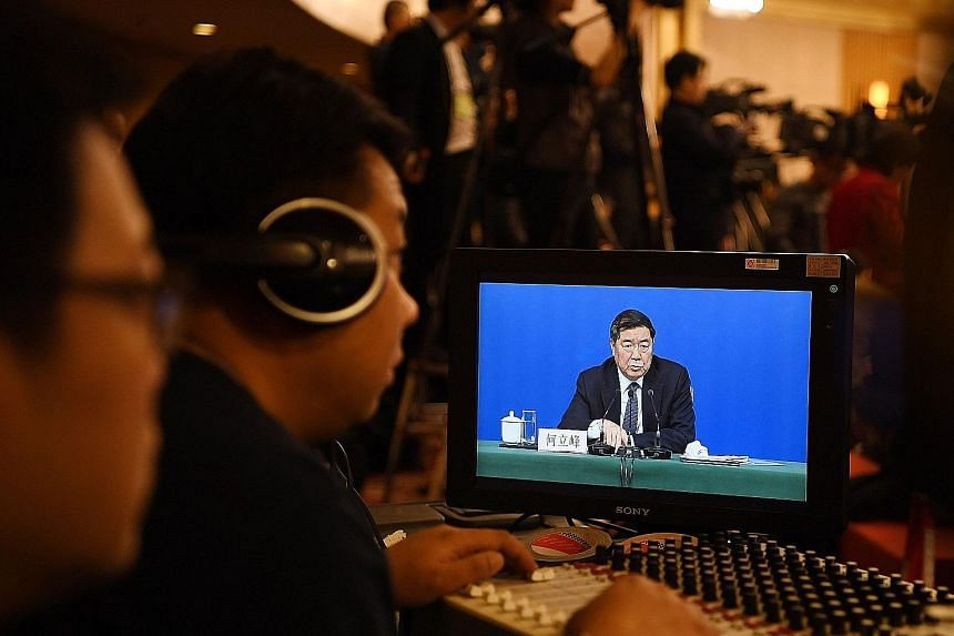 National Development and Reform Commission chairman He Lifeng, speaking to the media yesterday, said the growth target announced on Monday is in line with expectations.