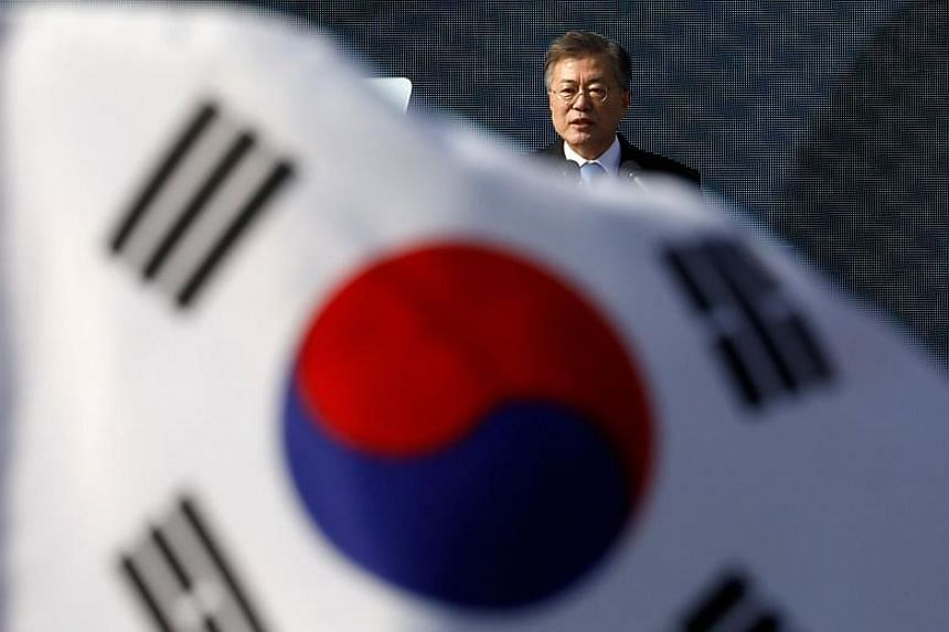 South Korean President Moon Jae In said he has no plans to ease sanctions against North Korea in order to hold a summit with the isolated state.