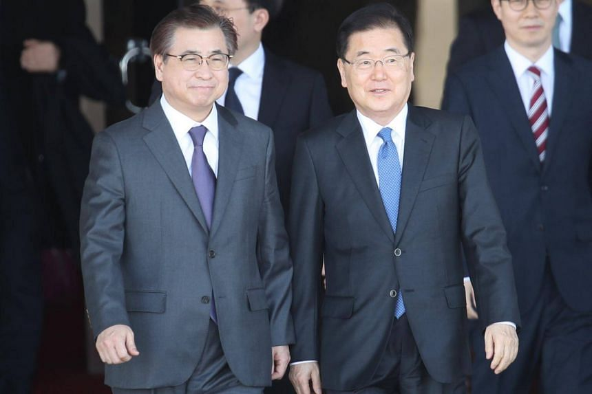 National Security Office head Chung Eui Yong (right) and National Intelligence Service chief Suh Hoon will travel to the United States to discuss a meeting earlier this week with North Korean leader Kim Jong Un.