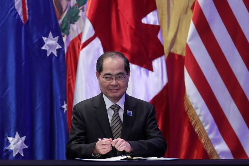 Minister for Trade and Industry (Trade), Mr Lim Hng Kiang, signs the the agreement in Santiago, Chile.