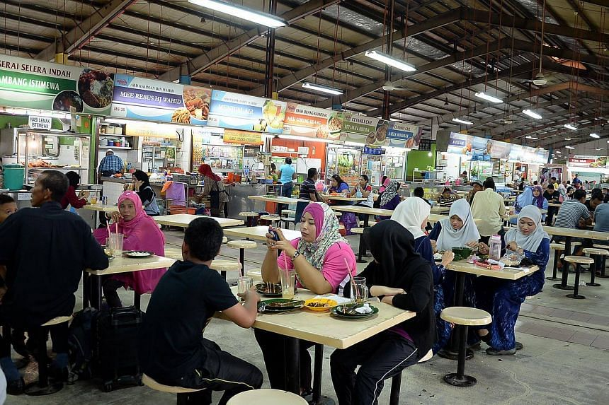 There are now 71,515 foreign workers legally employed in the restaurant subsector.