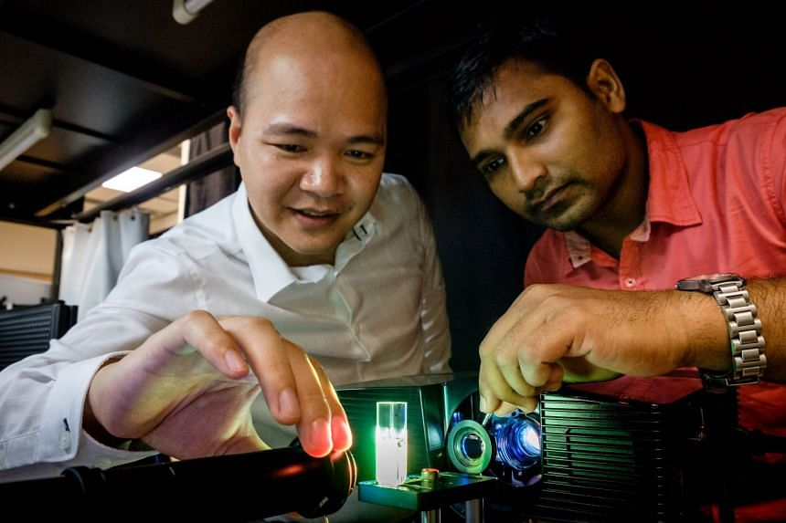 NTU Assistant Professor Steve Cuong Dang (left), who led the research, and Dr Sujit Kumar Sahoo doing an experiment with the lensless camera that uses only a piece of ground glass and a monochrome sensor. Unlike existing technology, the new one can d
