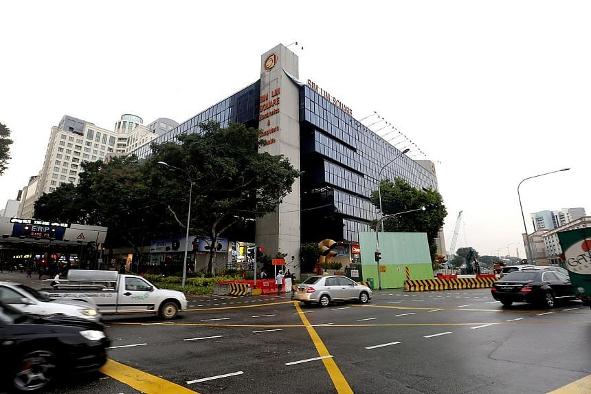 Sim Lim Square, which has 492 units, was completed in 1987 and has a floor area of 22,007 sq m. It has a land size of 7,260 sq m.