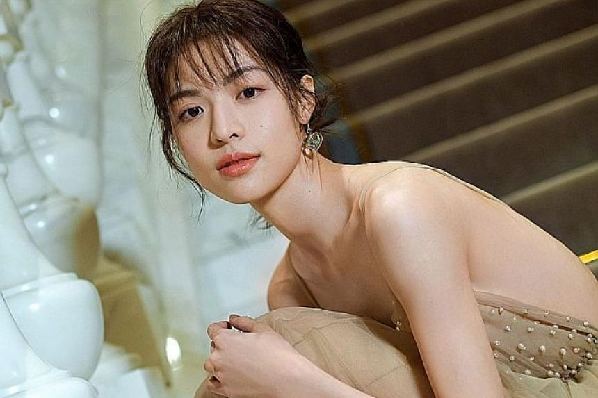 CHINESE ACTRESS ELANE ZHONG