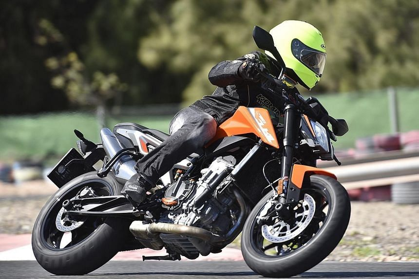 A new 799cc parallel-twin engine powers the KTM's 790 Duke.