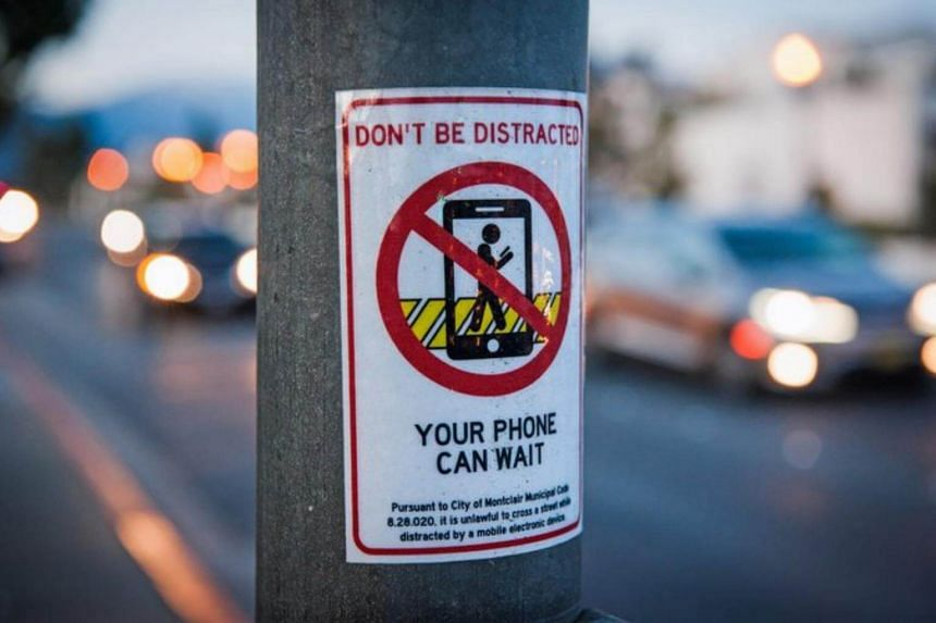It is perhaps not a shock that in this age of mobile phone zombies, traffic deaths in the United States have risen, after years of steady declines thanks to safer cars and improved road design.