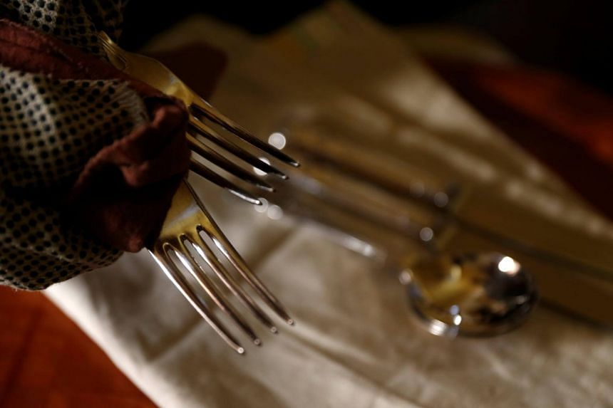 Restaurants that are trying no-tipping policies have struggled with opposition.
