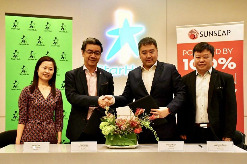(From left) StarHub's Vice-President, Corporate Finance, Ms Karie Kow, and Chief Marketing Officer Howie Lau, and Sunseap Group's co-founder and CEO Frank Phuan and Vice-President, Energy, Mr Laurence Kwan.