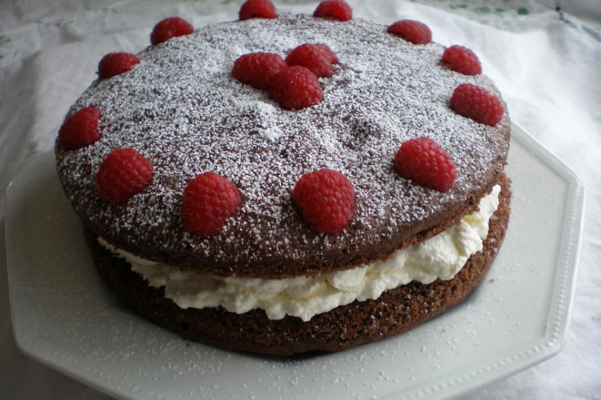 According to a study, people think sweet stuff such as cake appears sweeter on a white plate than a black one.