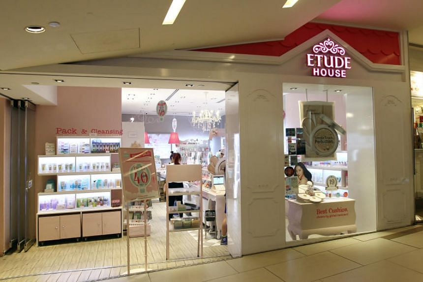 Etude House Korea announced the suspension of Etude House AC Clean-Up Mild Concealer and Etude House Drawing Eyebrow Duo No 3 Gray Brown, which is not sold in Singapore.
