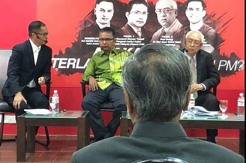 Dr Mahathir Mohamad confronting the panel which was discussing whether he was too old to return as prime minister.