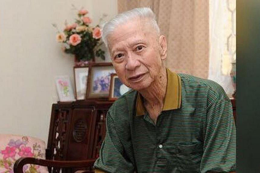 Ong Chew Bee was right-handed as a tennis player but became one of the best left-handed amateur golfers in Singapore.