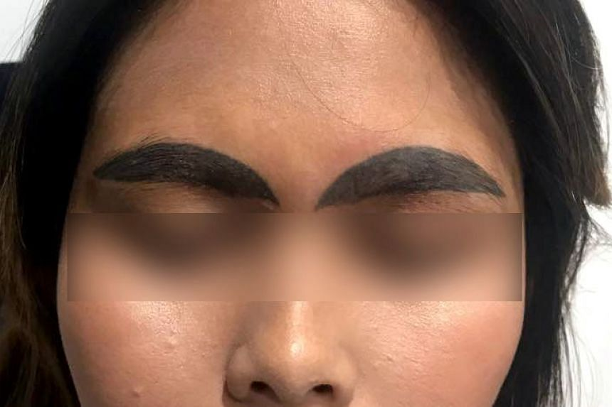 The eyebrow tattoo artist posted a clip of the work on Facebook to warn women to choose quality tattoo shops if they wanted work done.